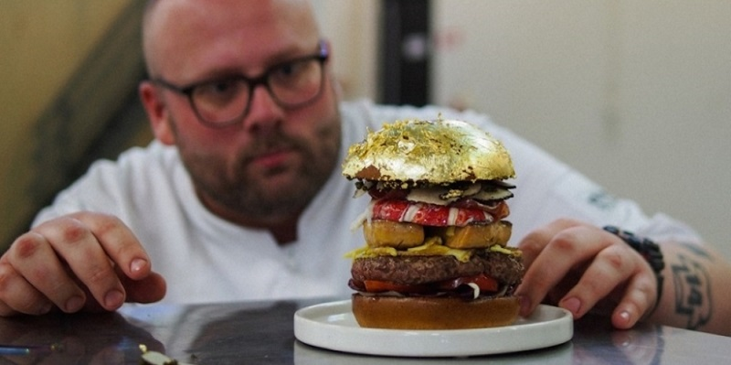 World's most expensive hamburger by Dutch Chef Diego Buik ($ 2,380)