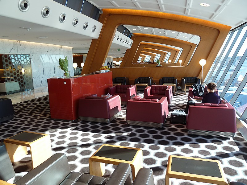 Sidney International, Qantas First Class Lounge