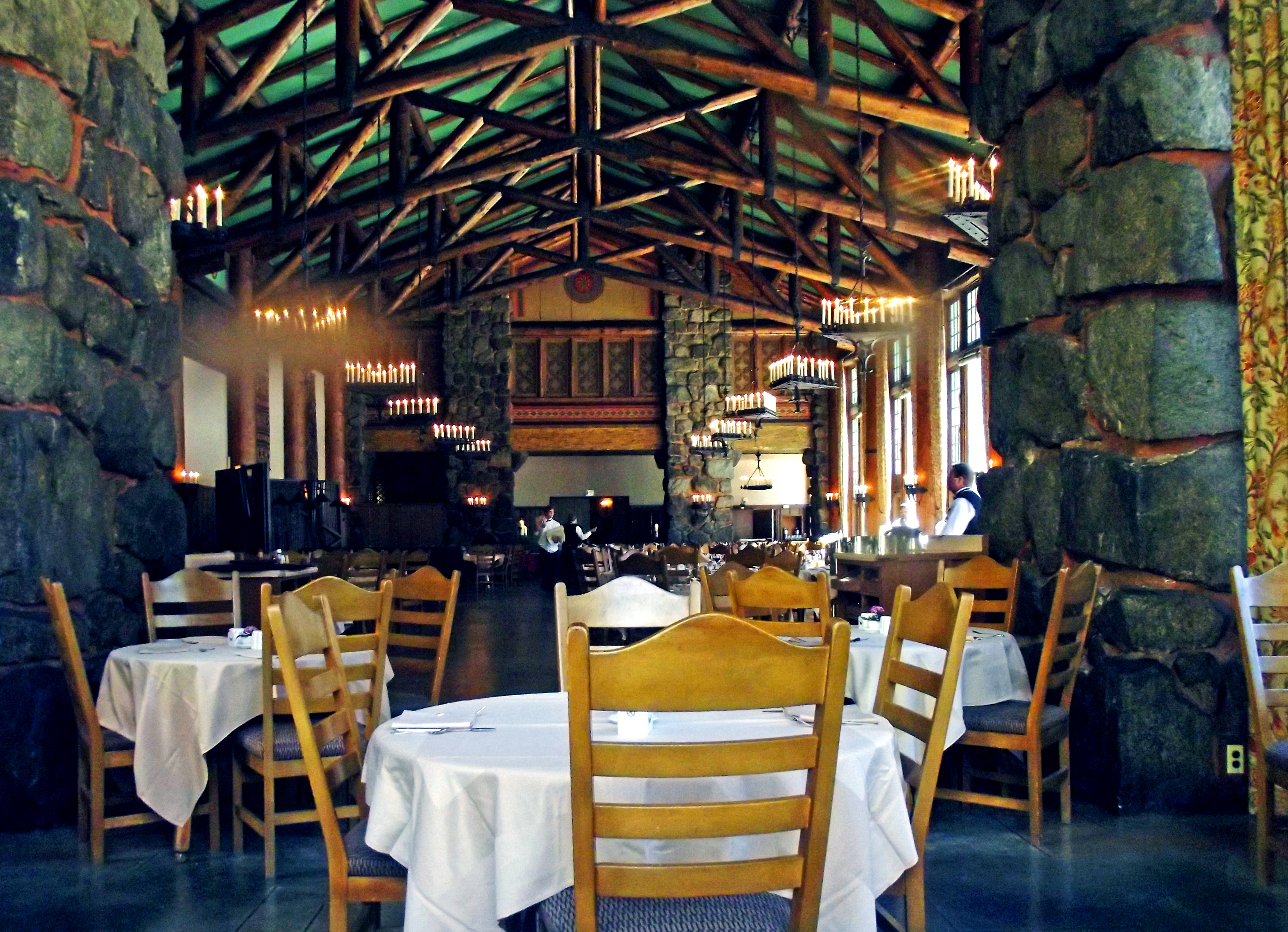 Ahwahnee Dining Room, Queen's Table| © Amadscientist/WikiCommons
